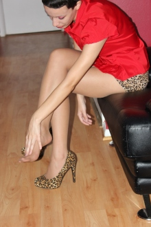 Yesenia loves the look and feel of sheer pantyhose, such as Act II Suntan.