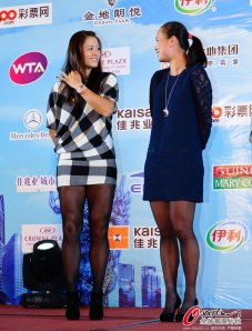 Li Na, left, chats with friend and fellow WTA tennis player Peng Shuai during a dinner ceremony for the Shenzhen Open held from Dec. 29 to Jan. 4, 2014 in China.