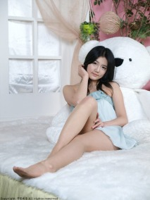 A bear takes a back seat to Korean professional model Han Ga Eun. Anyone would.