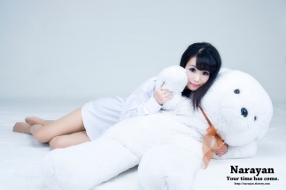 Im So Yeon snuggles with her bear
