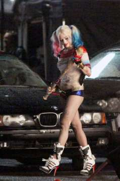 Margot-Robbie-on-Suicide-Squad-set--06