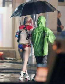 Margot-Robbie-on-Suicide-Squad-set--23