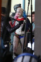 margot-robbie-on-the-set-of-suicide-squad-in-toronto-05-03-2015_4