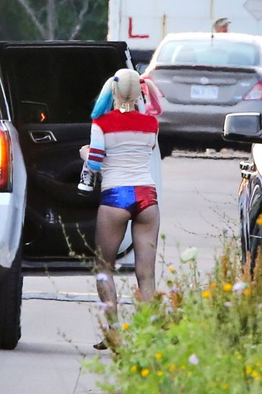 margot-robbie-suicide-squad-set-in-toronto-july-2015_5