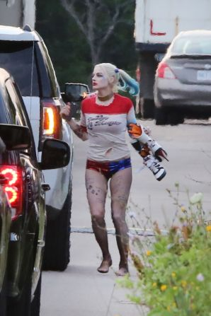 margot-robbie-suicide-squad-set-in-toronto-july-2015_8