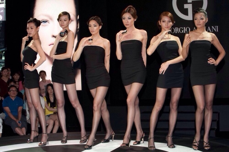When it comes to advertising a brand, China knows what its doing. Here, six gorgeous, elegantly dressed models, each display a cosmetic item by designer Georgio Armani. Now, contrast this scene to how models in the U.S. would be dressed. First, they probably wouldn't be such delicate and decidedly feminine-looking ladies. Second, they likely wouldn't be wearing such lovely dresses and fabulous high-heel sandals. Third, it's highly doubtful they'd each be wearing sheer pantyhose. Maybe it's no coincidence that the people in the audience can't take their eyes off the models, missing the products altogether.